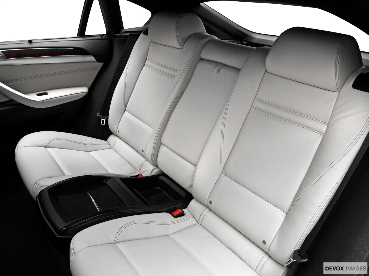 2010 BMW X6 Hybrid Base Rear seats from Drivers Side.