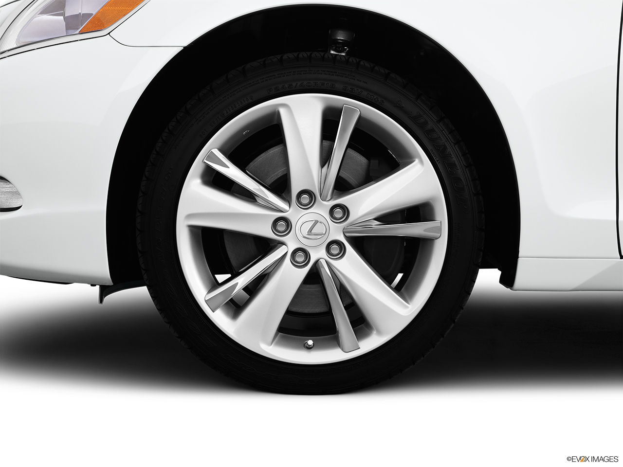 2011 Lexus GS Hybrid GS450h Front Drivers side wheel at profile.