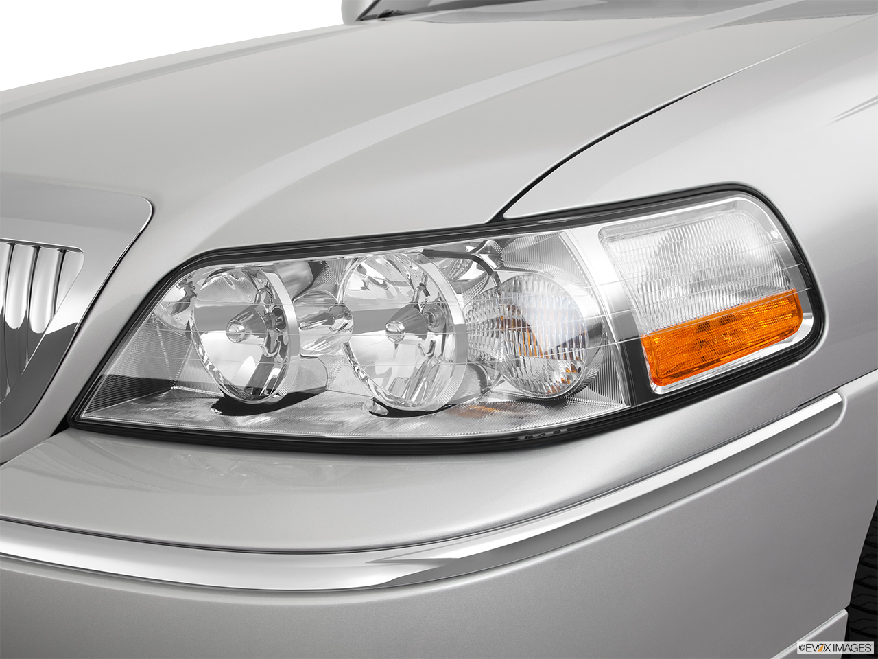 2011 Lincoln Town Car Signature Limited Drivers Side Headlight.