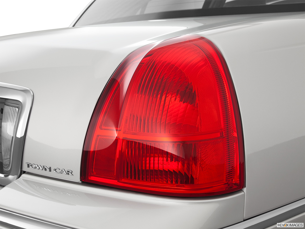 2011 Lincoln Town Car Signature Limited Passenger Side Taillight.