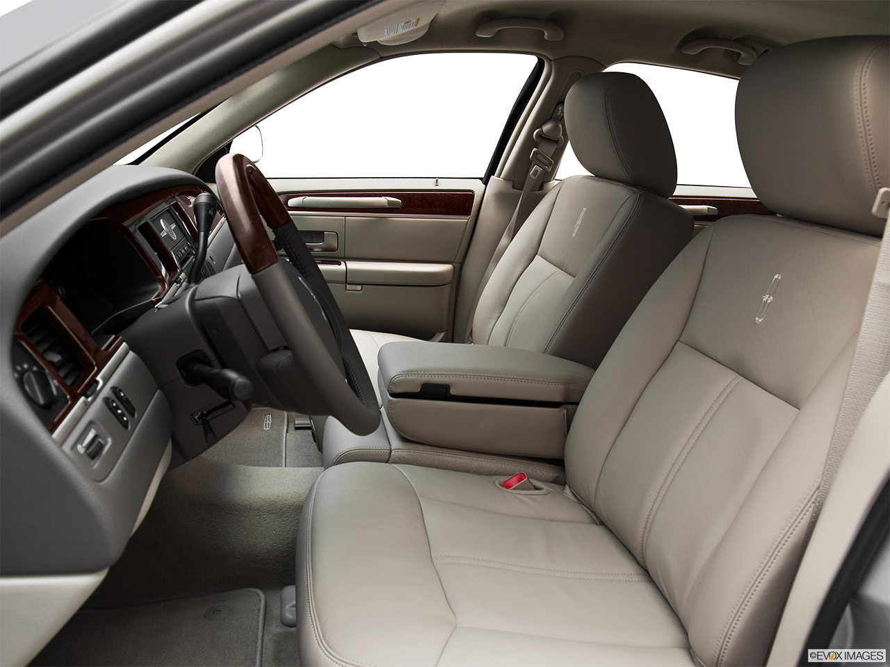 2011 Lincoln Town Car Signature Limited Front seats from Drivers Side.