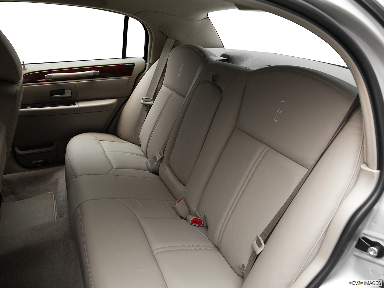 2011 Lincoln Town Car Signature Limited Rear seats from Drivers Side.