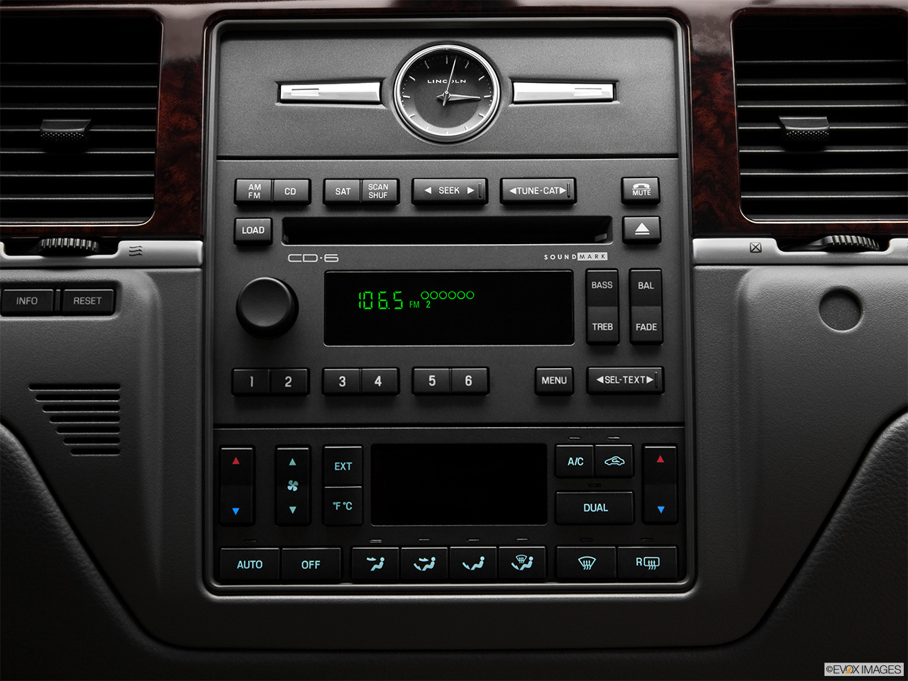 2011 Lincoln Town Car Signature Limited Closeup of radio head unit