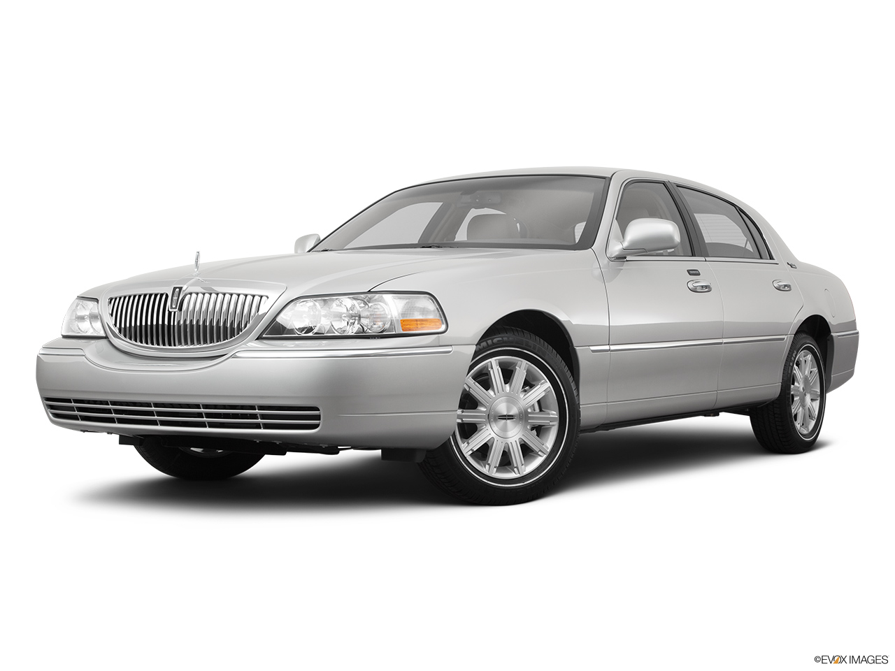 2011 Lincoln Town Car Signature Limited Front angle medium view.