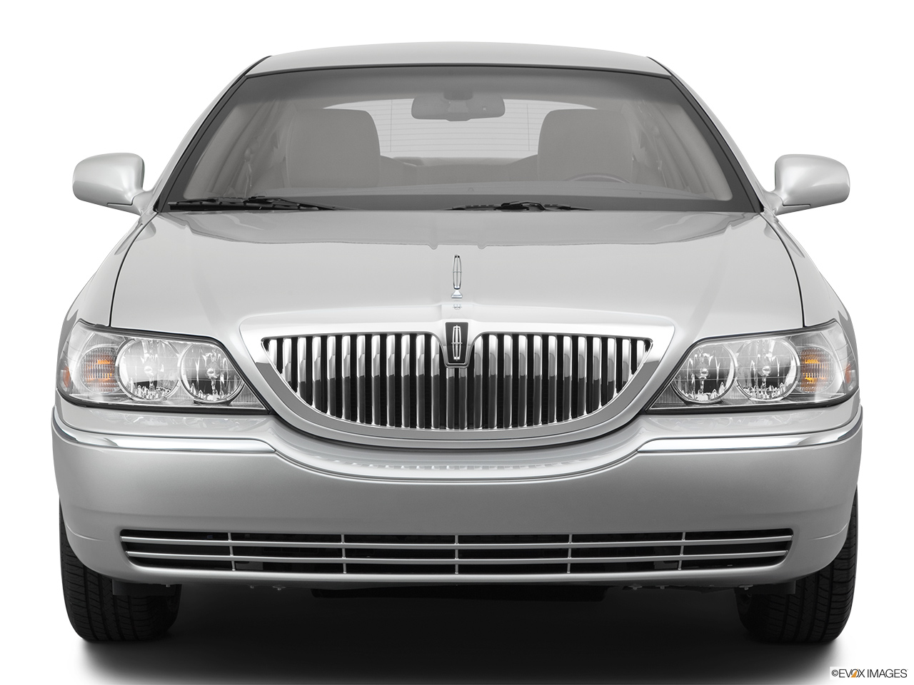 2011 Lincoln Town Car Signature Limited Low/wide front.