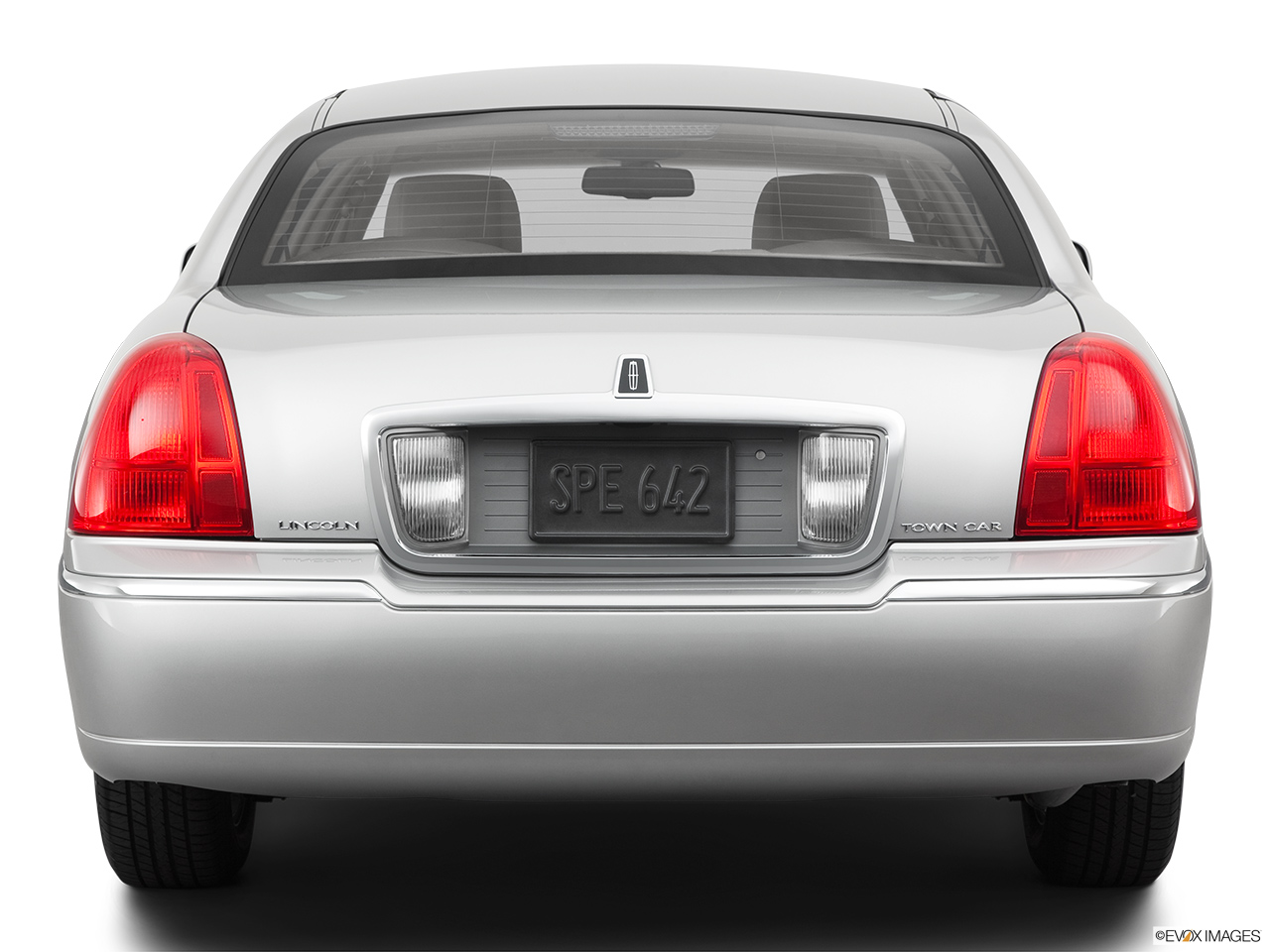 2011 Lincoln Town Car Signature Limited Low/wide rear.