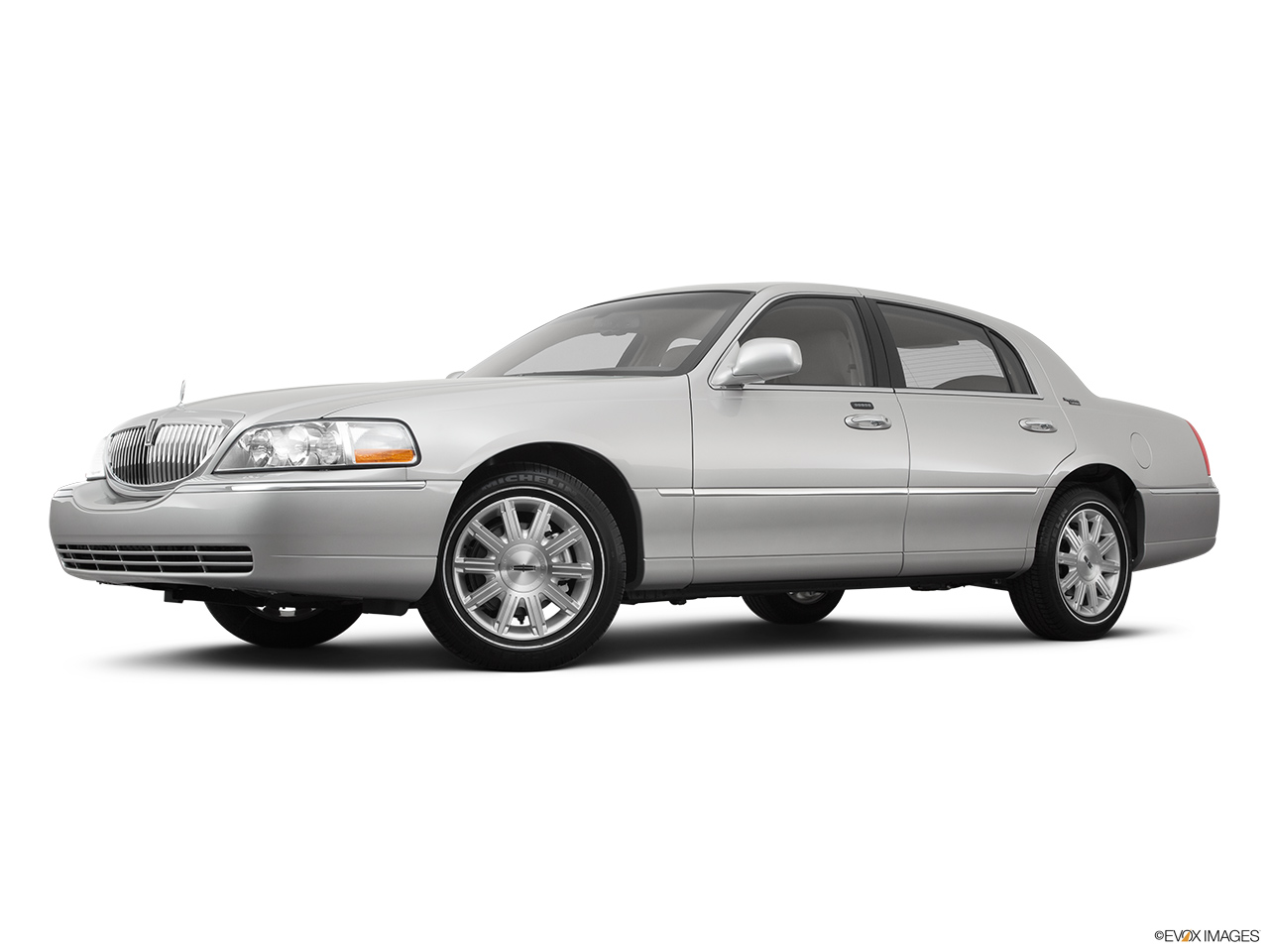 2011 Lincoln Town Car Signature Limited Low/wide front 5/8.