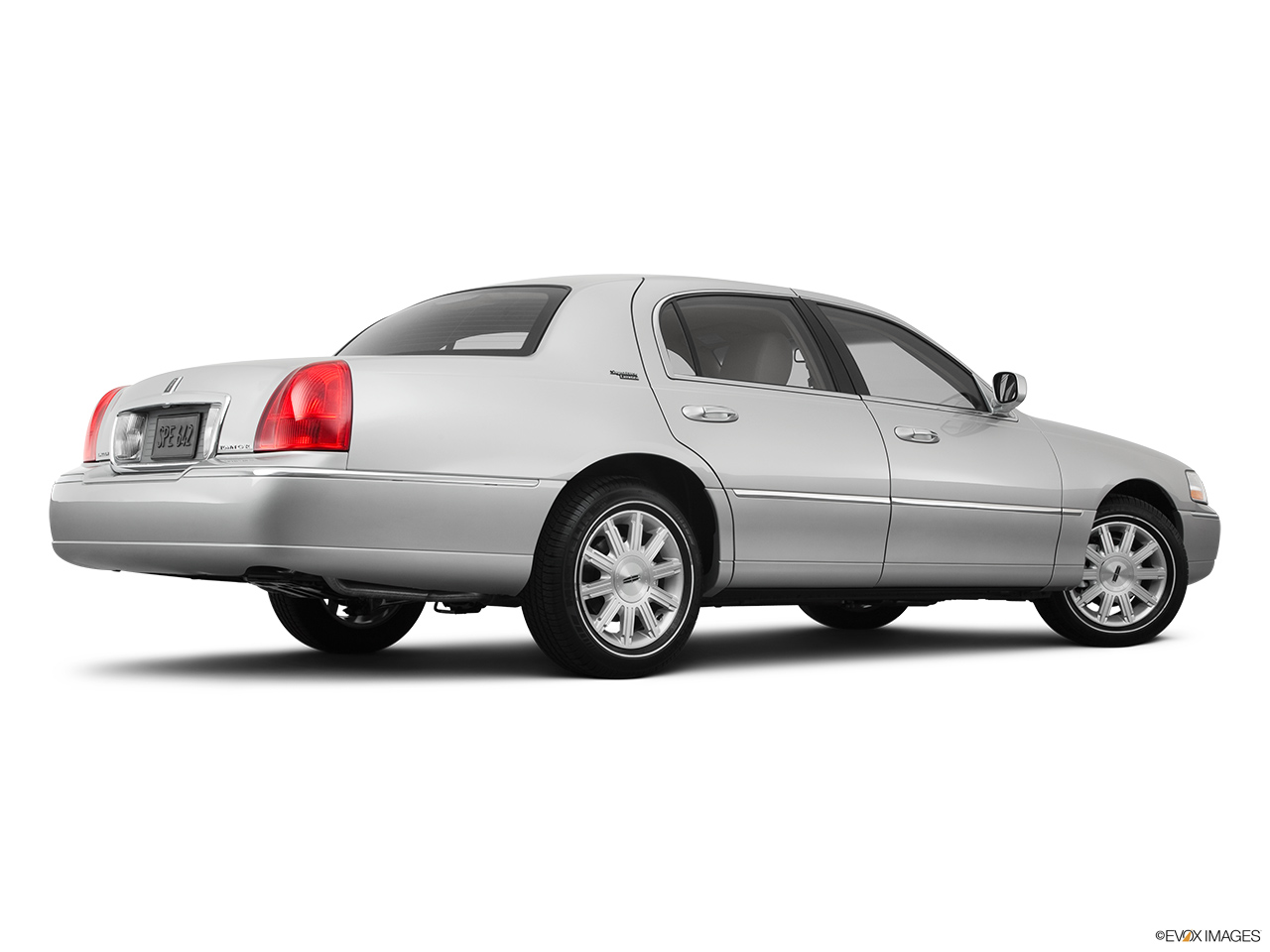 2011 Lincoln Town Car Signature Limited Low/wide rear 5/8.