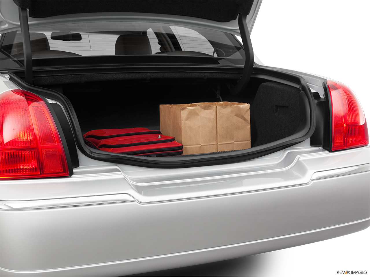 2011 Lincoln Town Car Signature Limited Trunk props.
