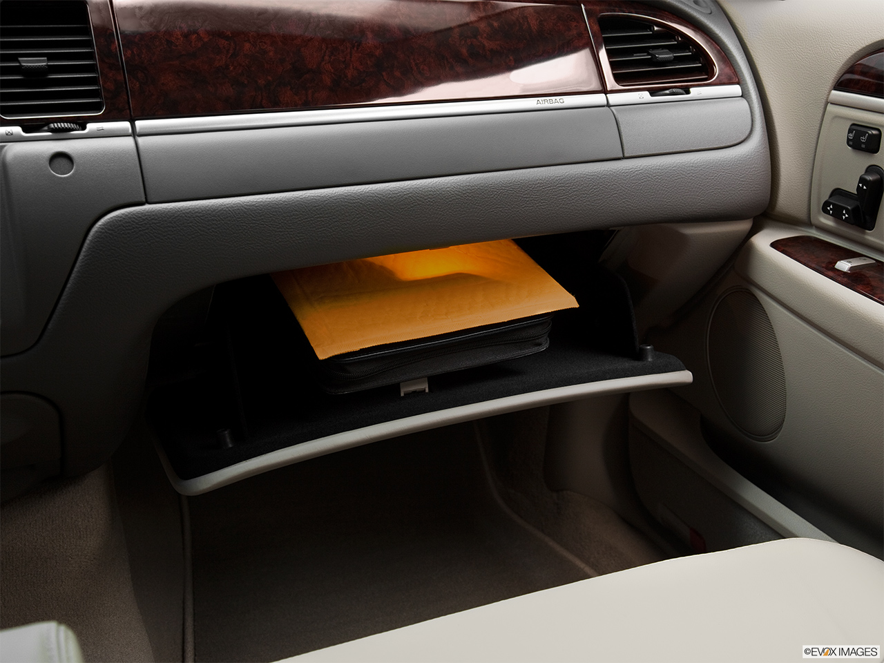2011 Lincoln Town Car Signature Limited Glove box open.