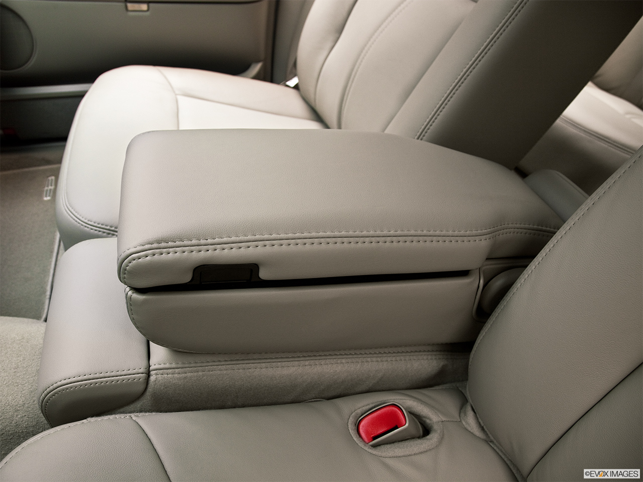 2011 Lincoln Town Car Signature Limited Front center console with closed lid, from driver's side looking down