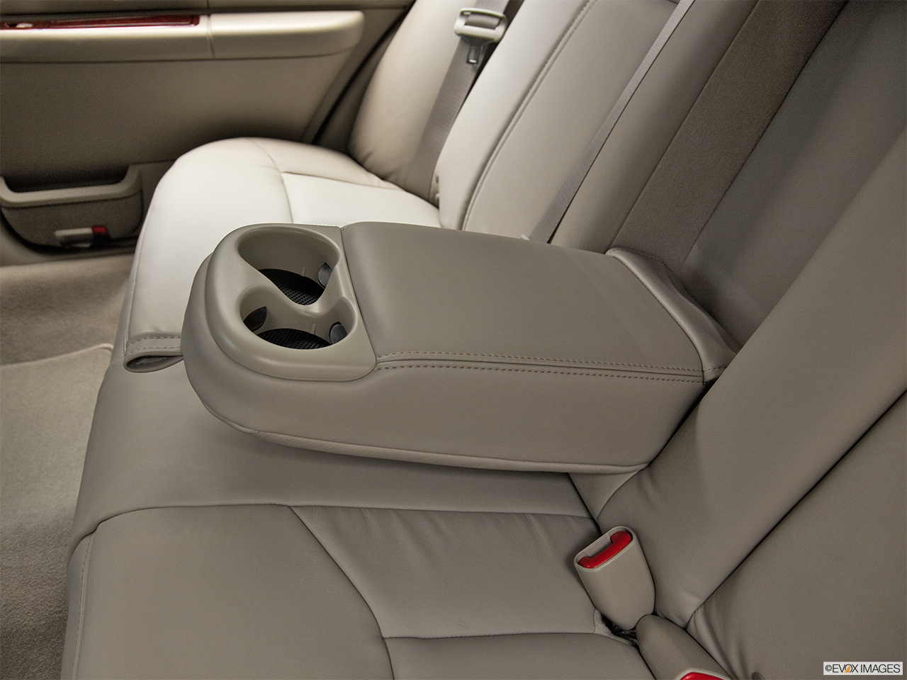 2011 Lincoln Town Car Signature Limited Rear center console with closed lid from driver's side looking down.