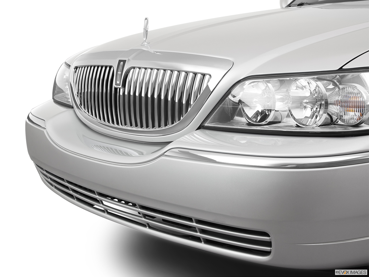 2011 Lincoln Town Car Signature Limited Close up of Grill.