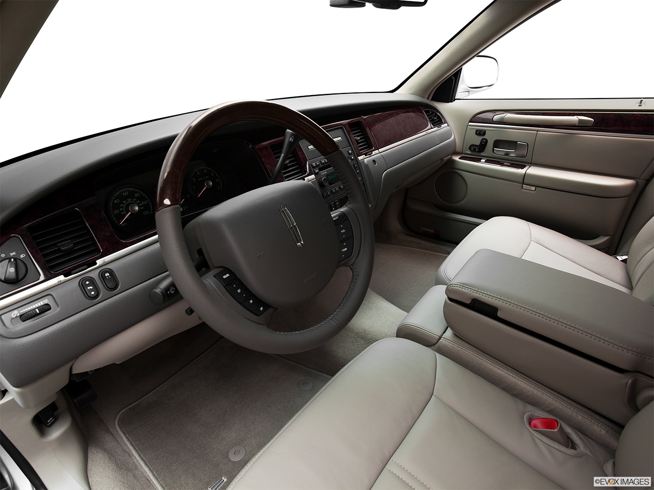 2011 Lincoln Town Car Signature Limited Interior Hero (driver's side).