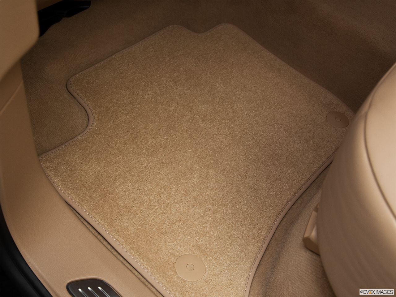 2012 Porsche Cayenne Hybrid Hybrid S Rear driver's side floor mat. Mid-seat level from outside looking in.