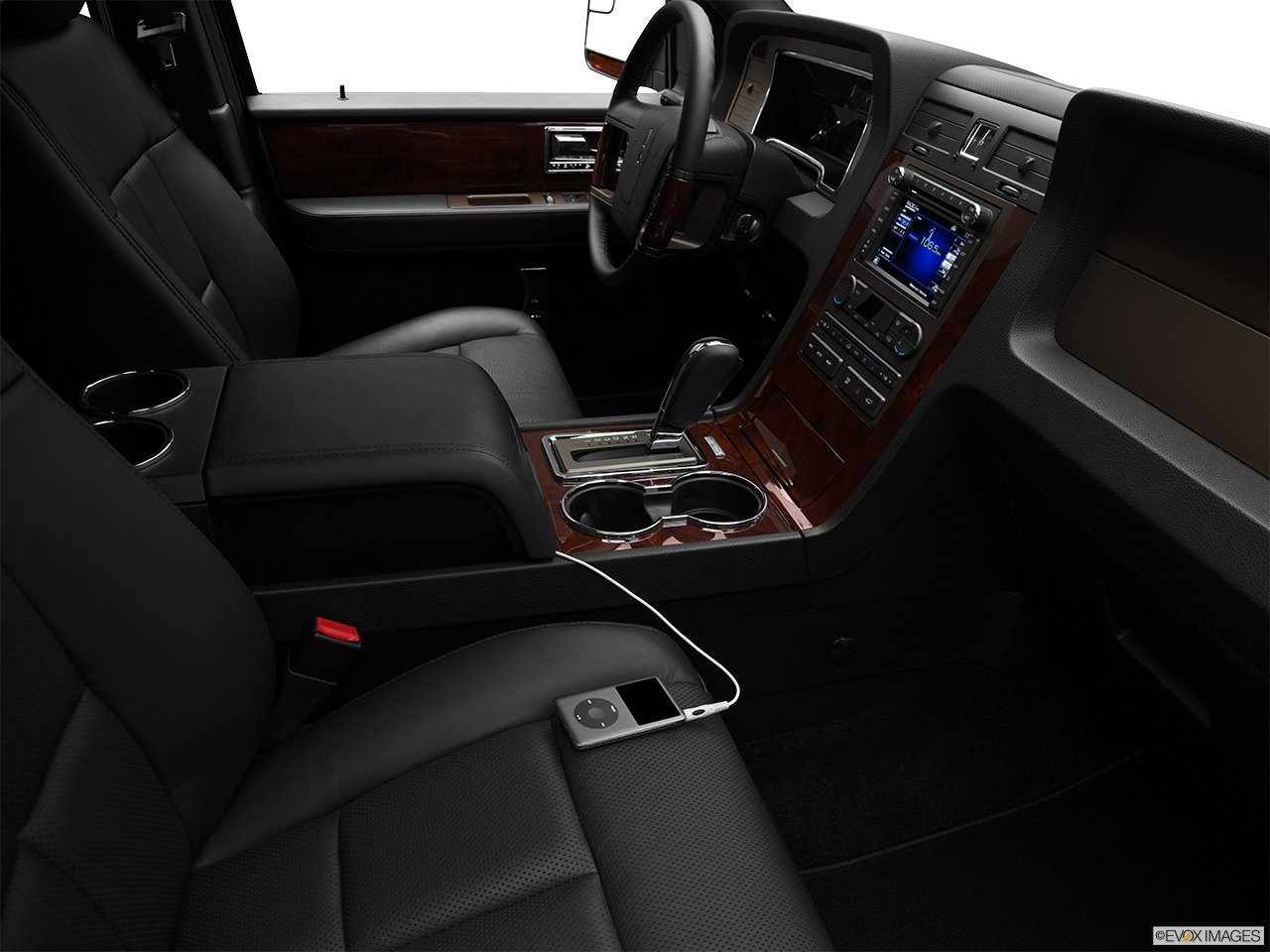 2012 Lincoln Navigator Base Auxiliary jack props.