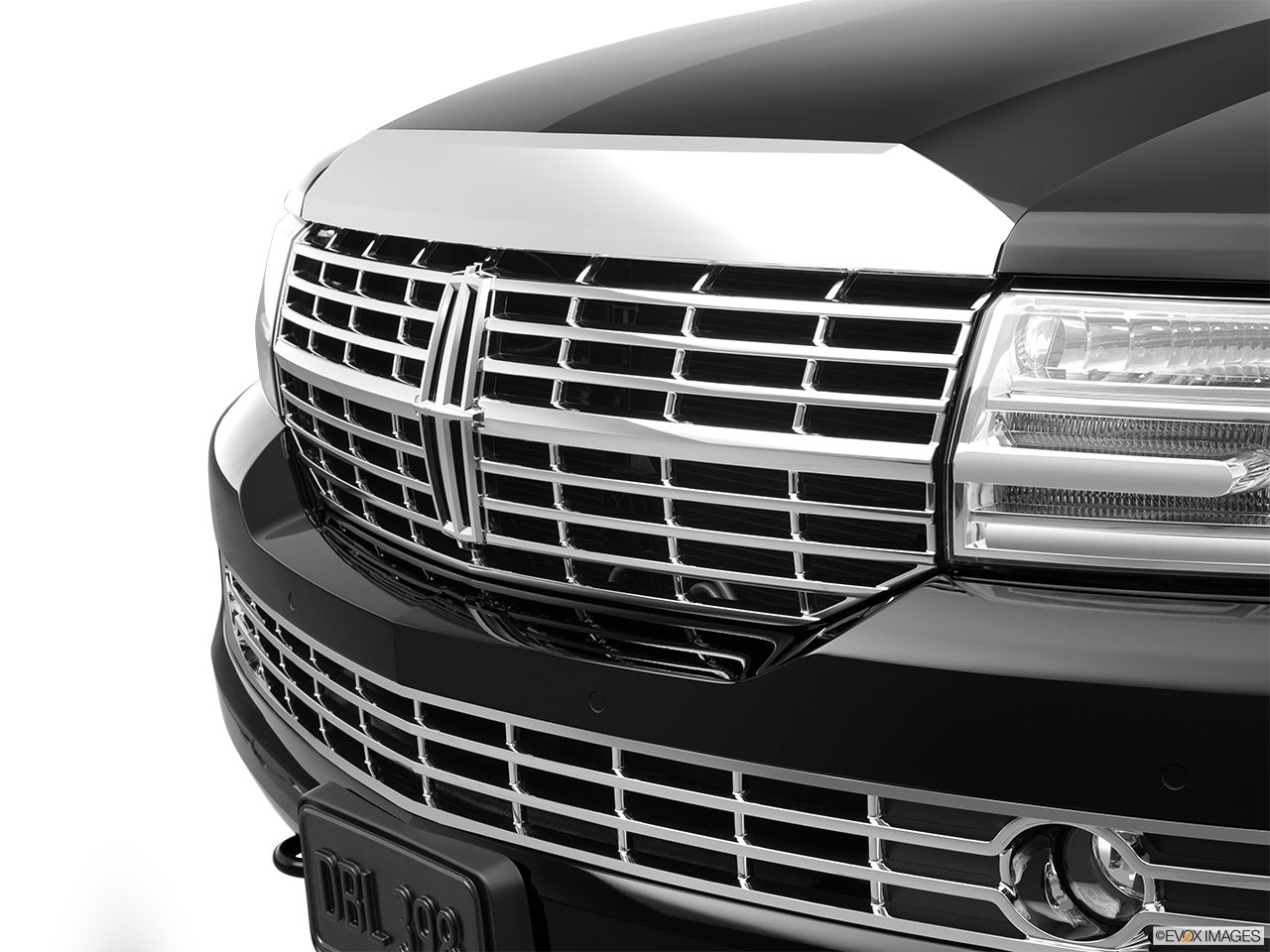 2012 Lincoln Navigator Base Close up of Grill.
