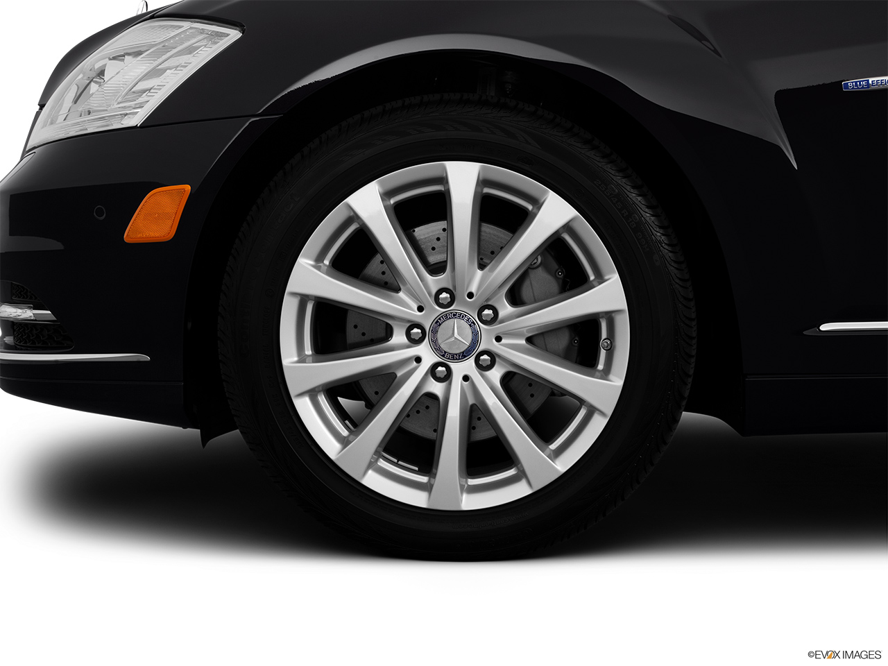 2012 Mercedes-Benz S-Class Hybrid S400 Front Drivers side wheel at profile.