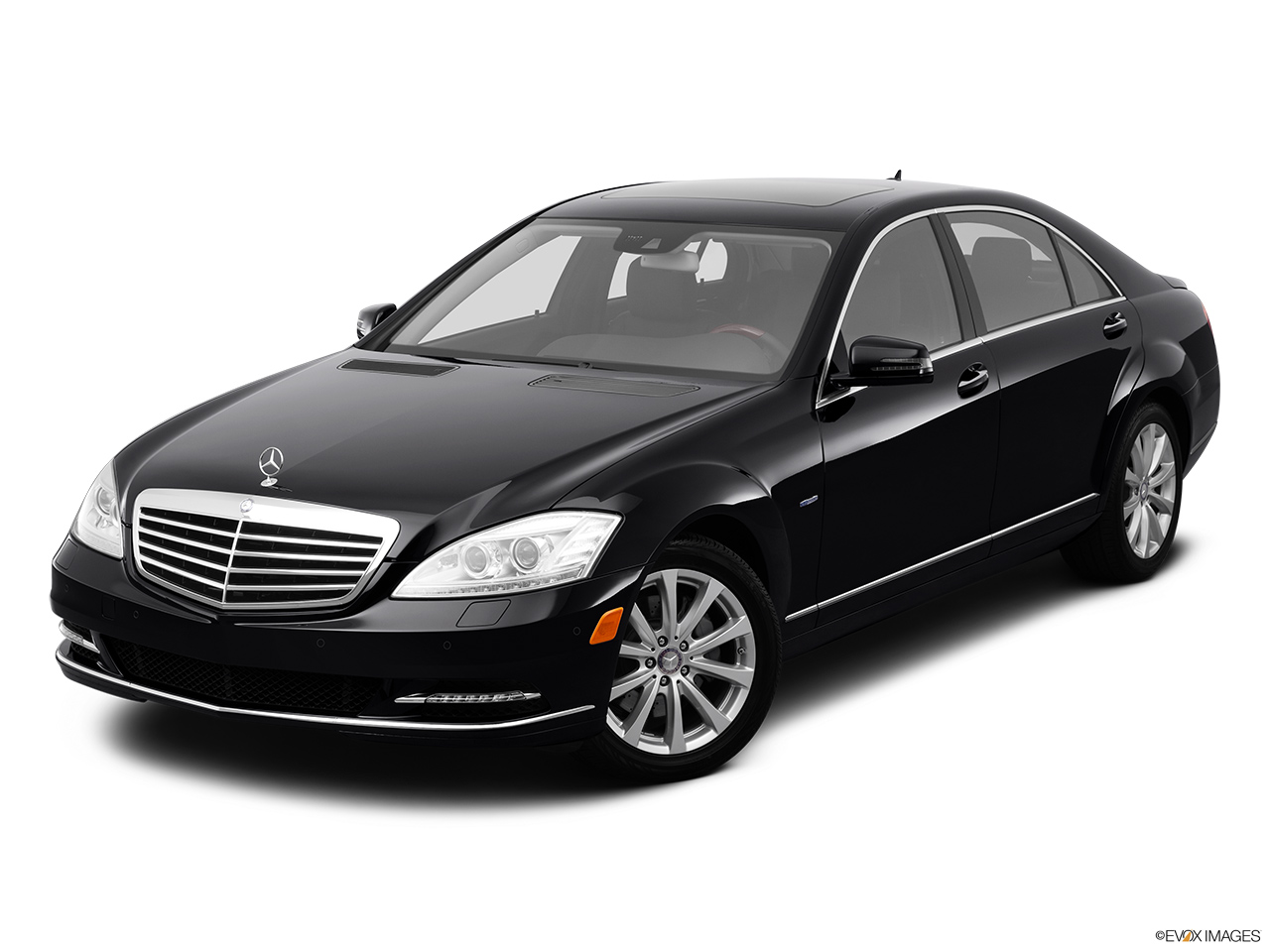 2012 Mercedes-Benz S-Class Hybrid S400 Front angle view.
