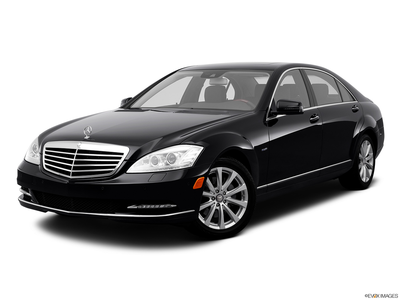 2012 Mercedes-Benz S-Class Hybrid S400 Front angle medium view.