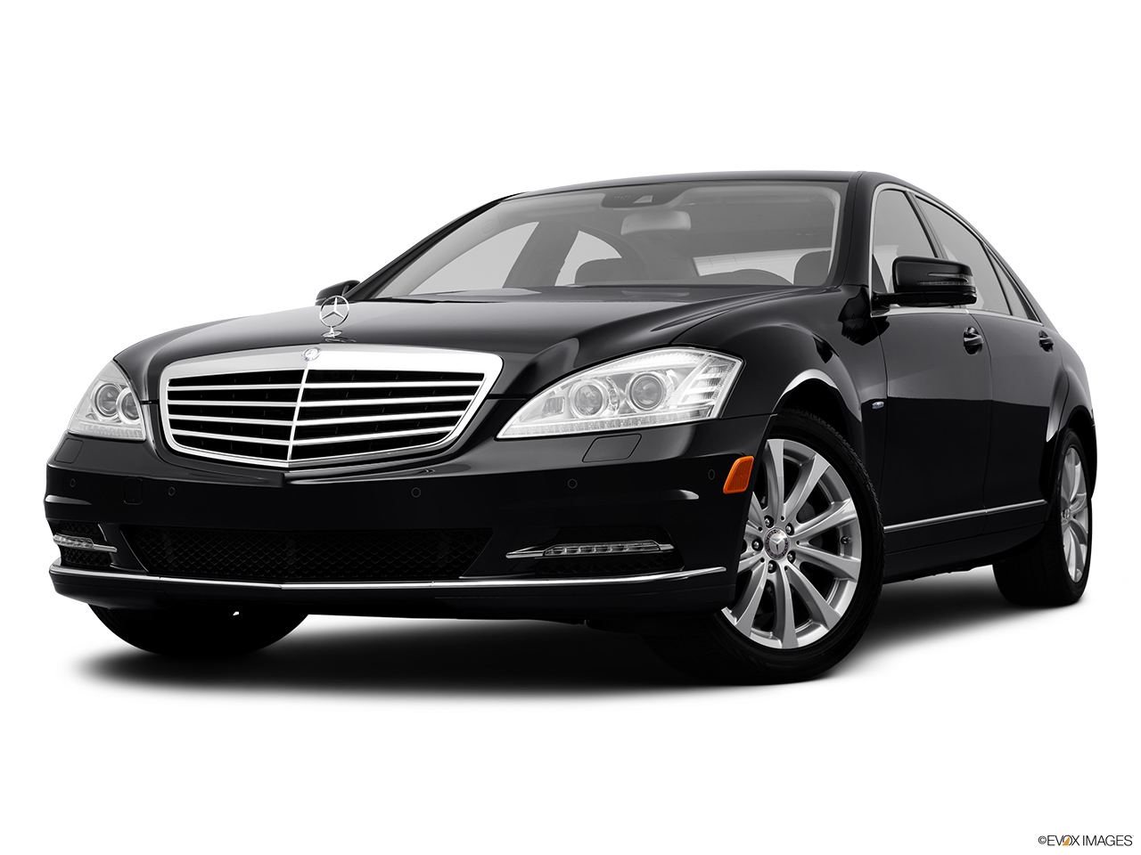 2012 Mercedes-Benz S-Class Hybrid S400 Front angle view, low wide perspective.