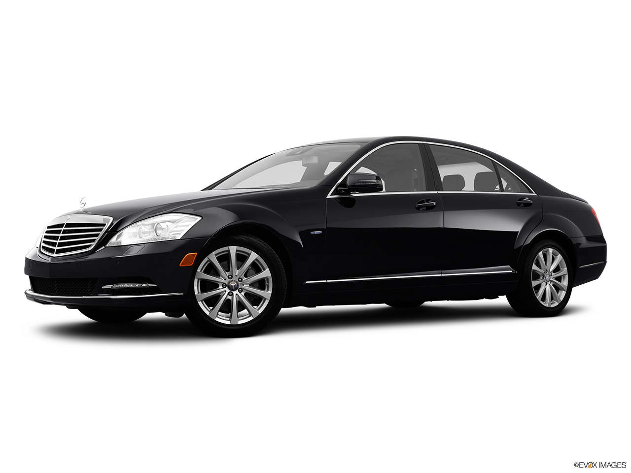2012 Mercedes-Benz S-Class Hybrid S400 Low/wide front 5/8.