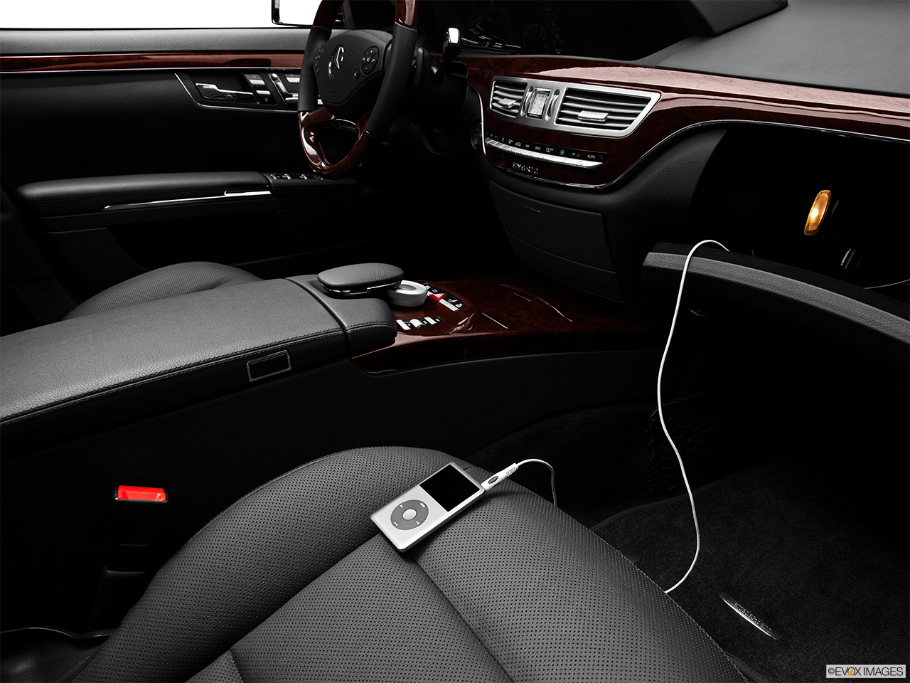 2012 Mercedes-Benz S-Class Hybrid S400 Auxiliary jack props.