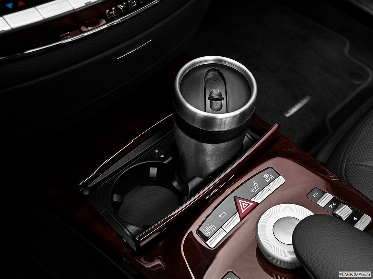 2012 Mercedes-Benz S-Class Hybrid S400 Cup holder prop (primary).