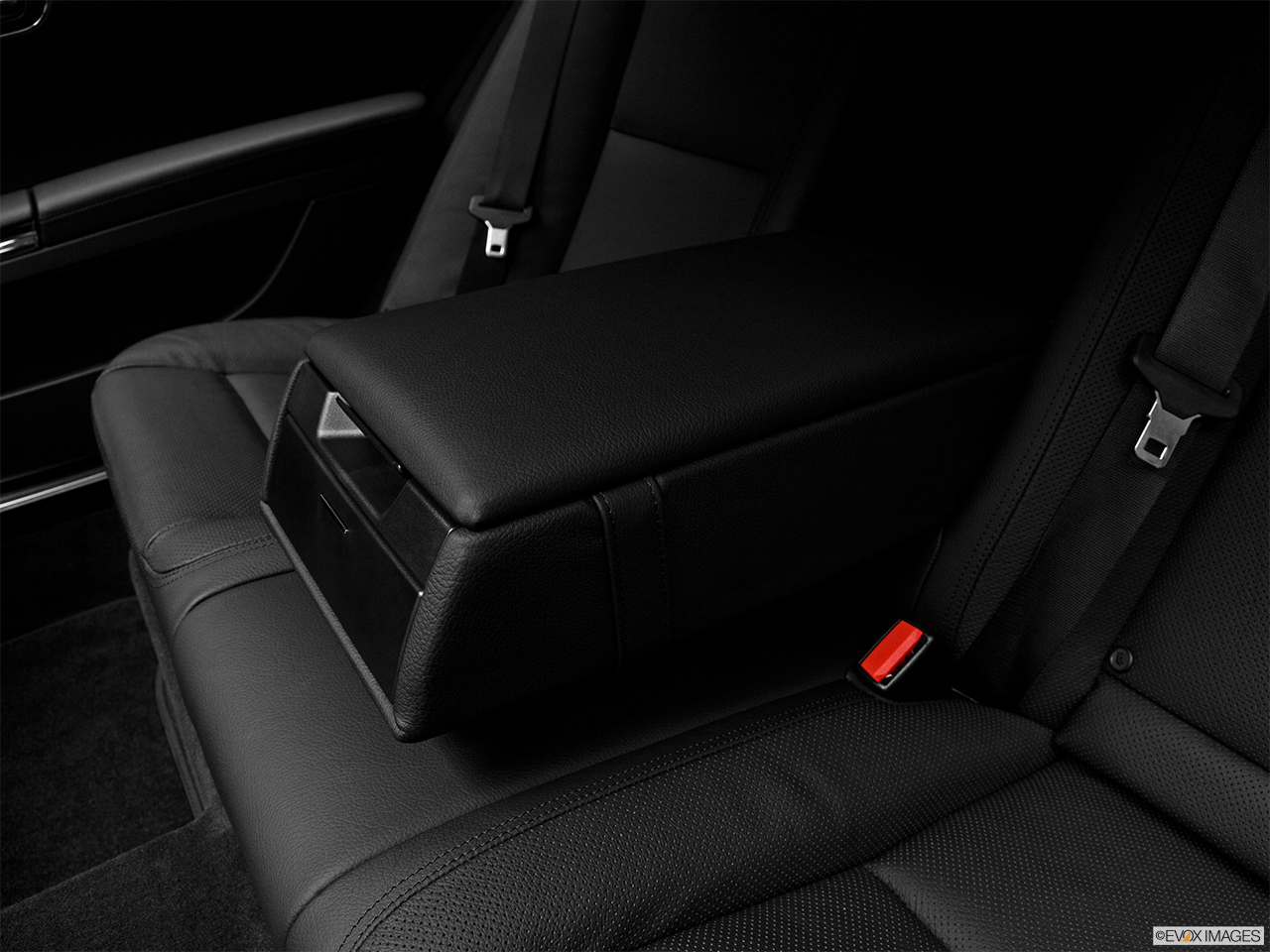 2012 Mercedes-Benz S-Class Hybrid S400 Rear center console with closed lid from driver's side looking down.