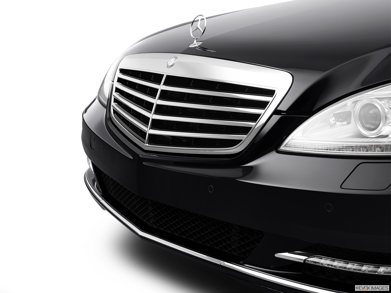 2012 Mercedes-Benz S-Class Hybrid S400 Close up of Grill.