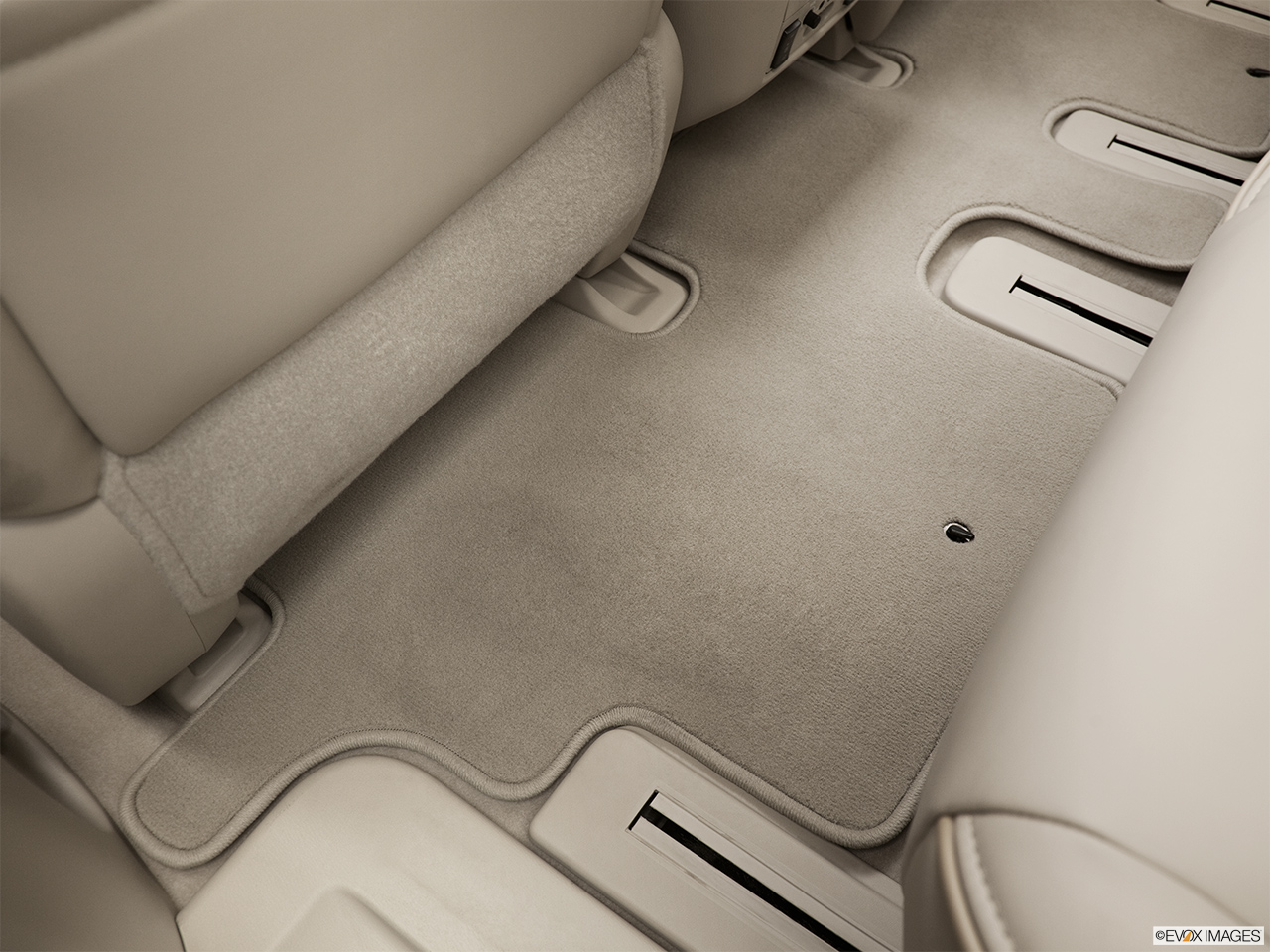 2013 Infiniti JX JX35 Rear driver's side floor mat. Mid-seat level from outside looking in.