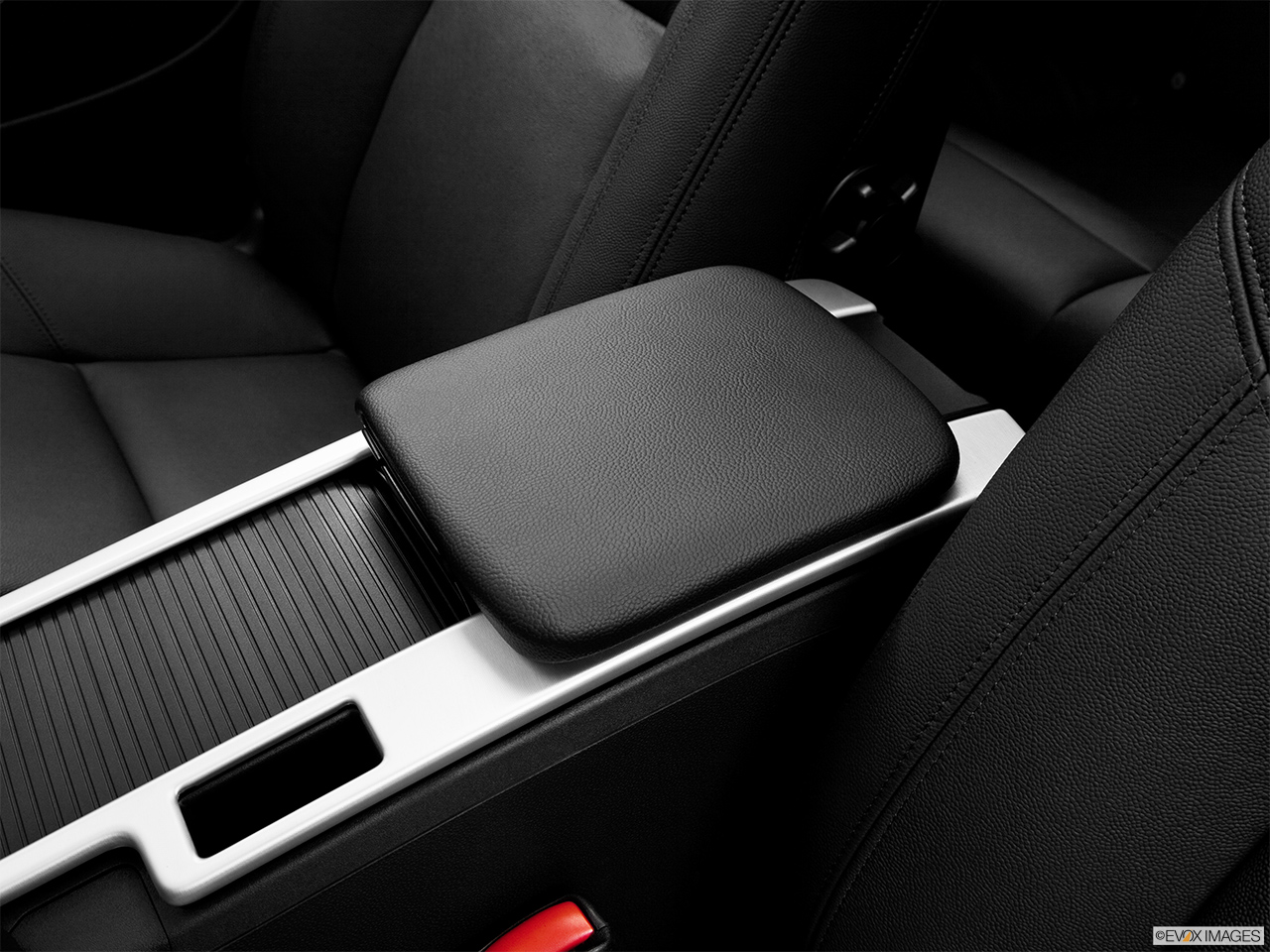 2013 Volvo C30 T5 Premier Plus Front center console with closed lid, from driver's side looking down