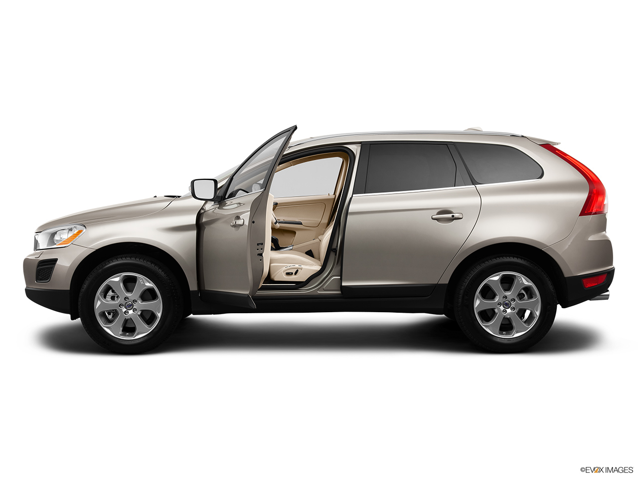 2013 Volvo XC60 3.2 FWD Premier Plus Driver's side profile with drivers side door open.