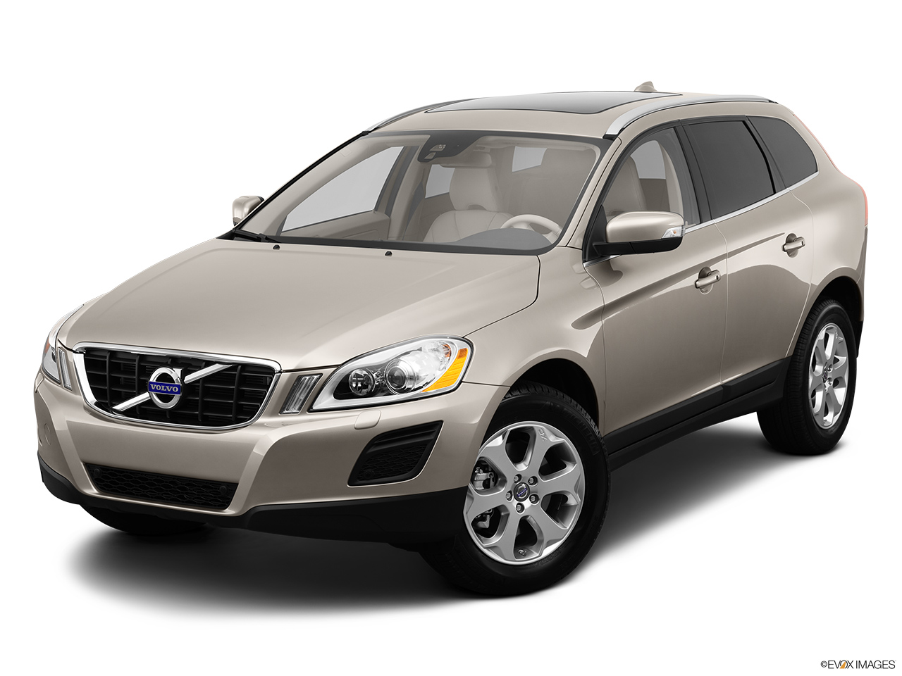 2013 Volvo XC60 3.2 FWD Premier Plus Front angle view.