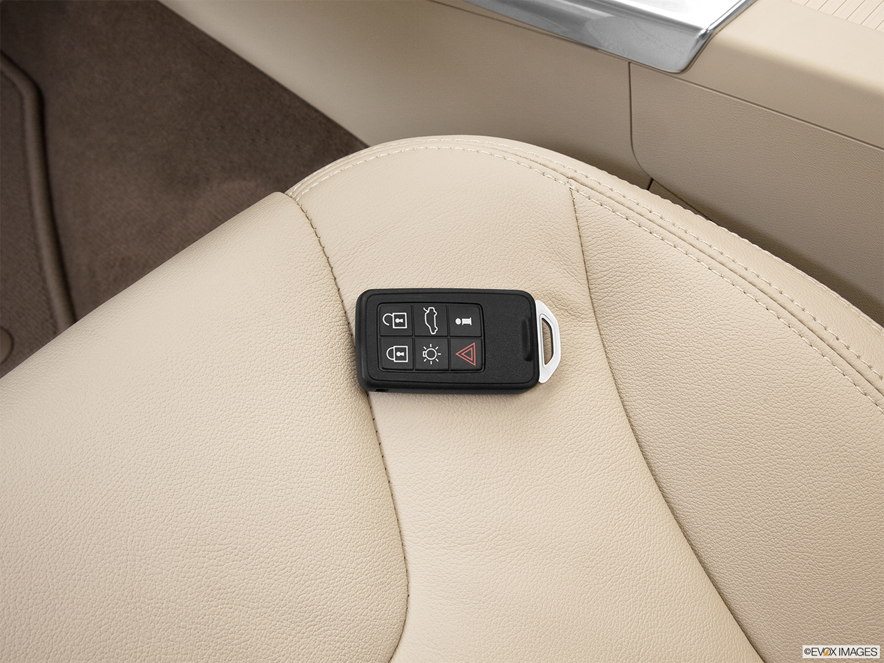 2013 Volvo XC60 3.2 FWD Premier Plus Key fob on driver's seat.