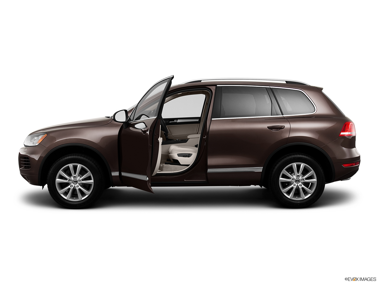 2014 Volkswagen Touareg 2 V6 Sport Driver's side profile with drivers side door open.