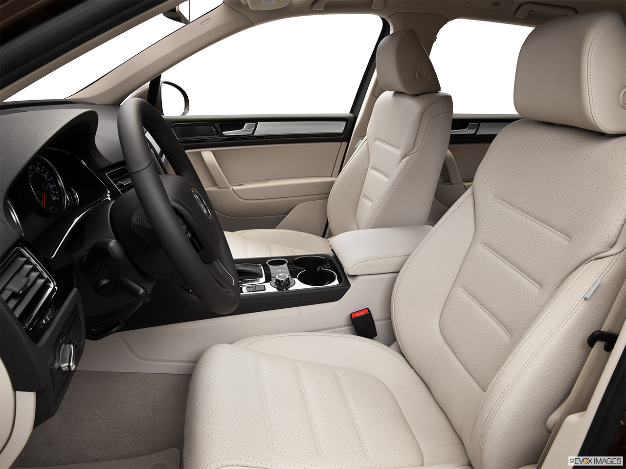 2014 Volkswagen Touareg 2 V6 Sport Front seats from Drivers Side.