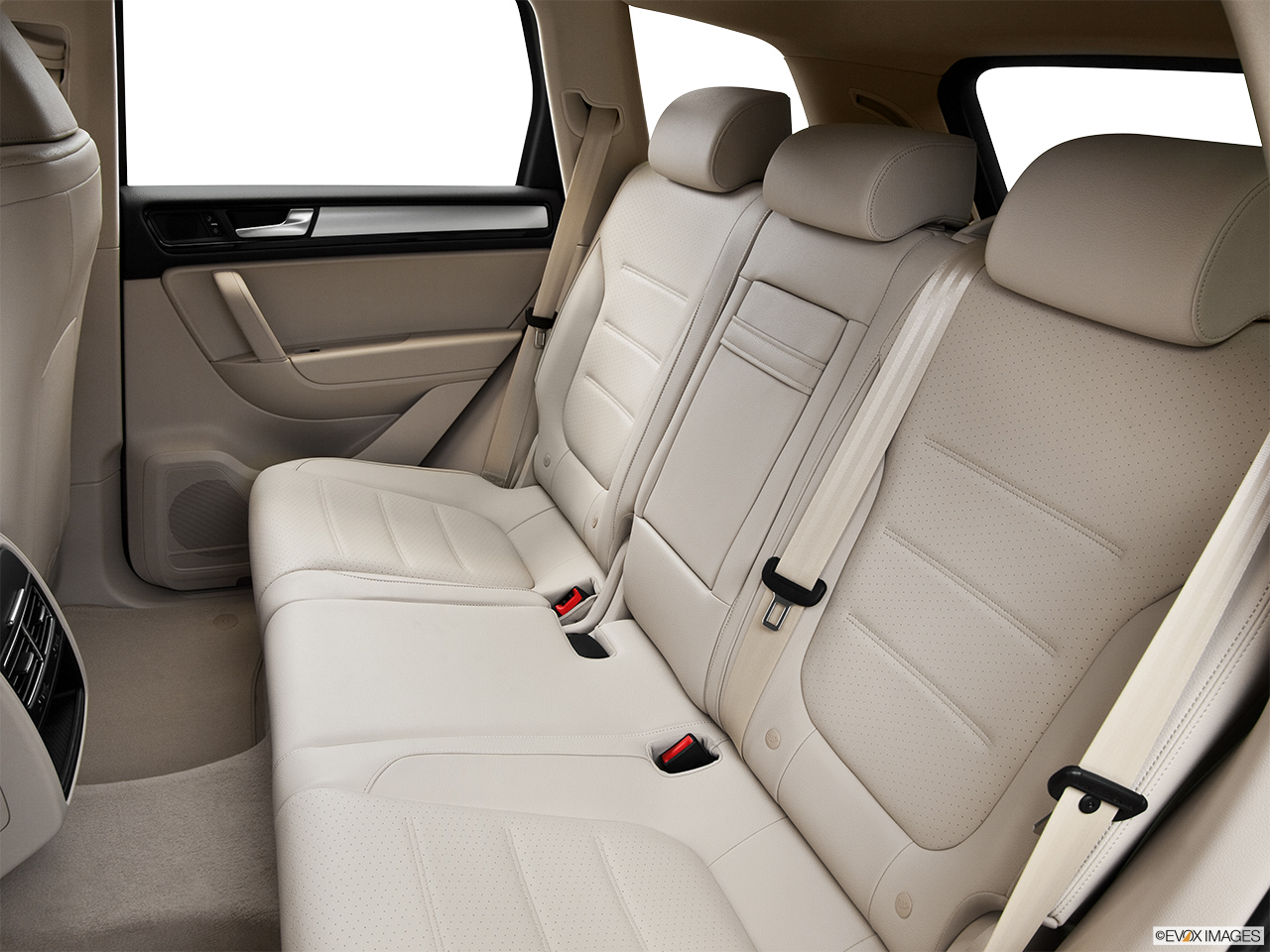 2014 Volkswagen Touareg 2 V6 Sport Rear seats from Drivers Side.