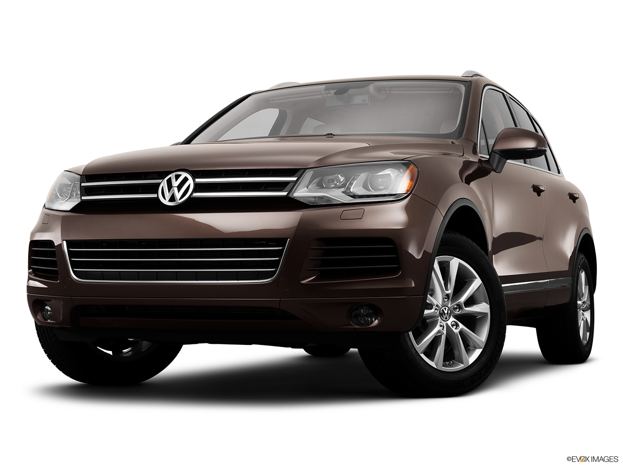 2014 Volkswagen Touareg 2 V6 Sport Front angle view, low wide perspective.