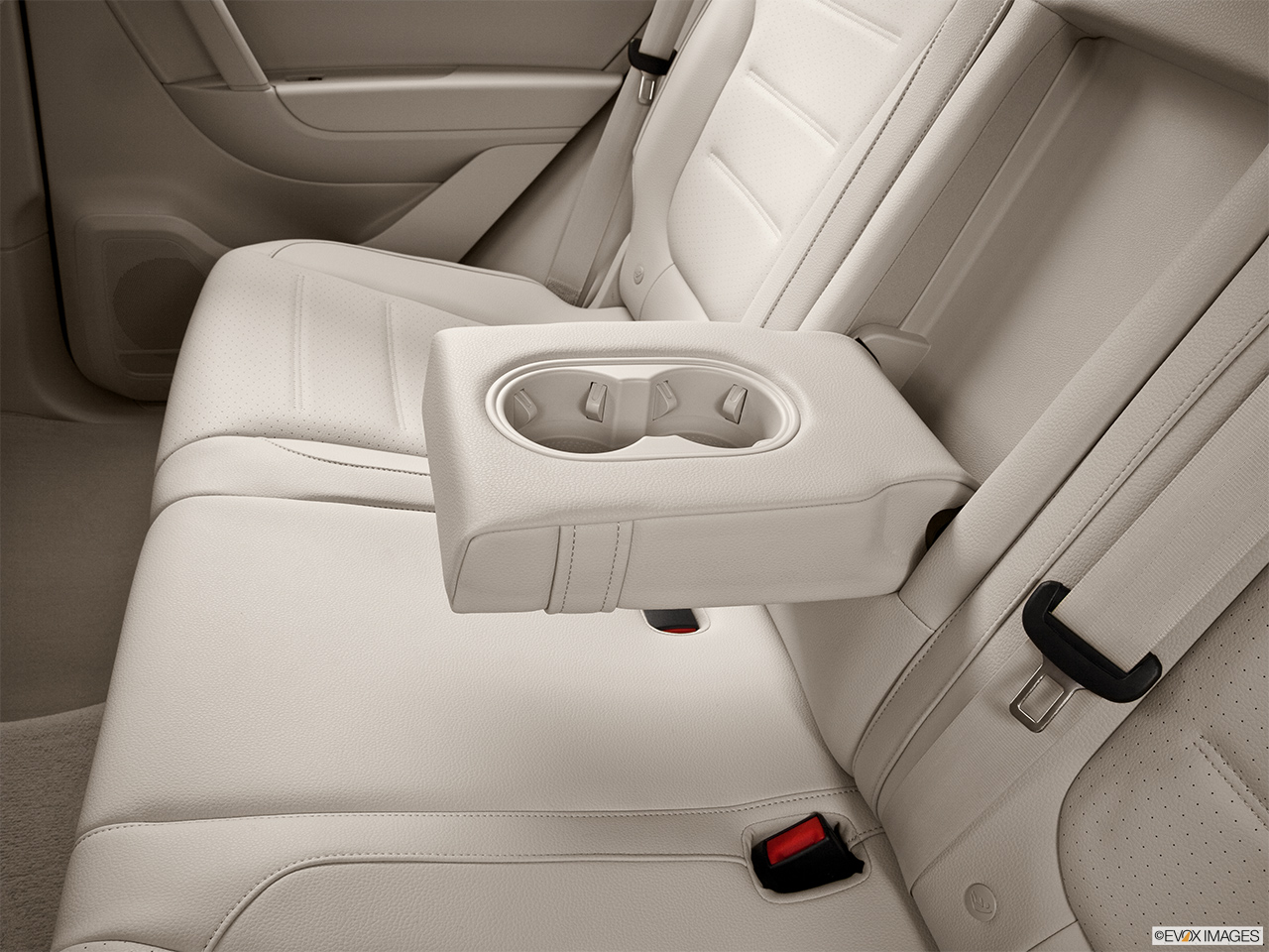 2014 Volkswagen Touareg 2 V6 Sport Rear center console with closed lid from driver's side looking down.