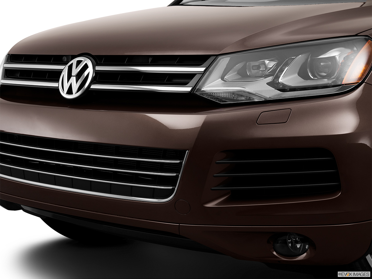 2014 Volkswagen Touareg 2 V6 Sport Close up of Grill.