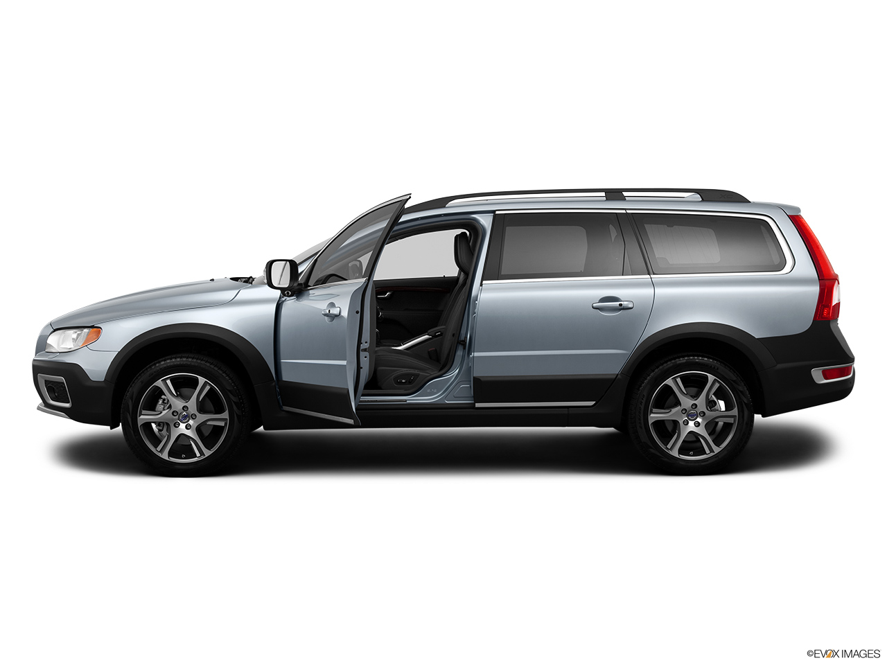 2013 Volvo XC70 T6 AWD Platinum Driver's side profile with drivers side door open.