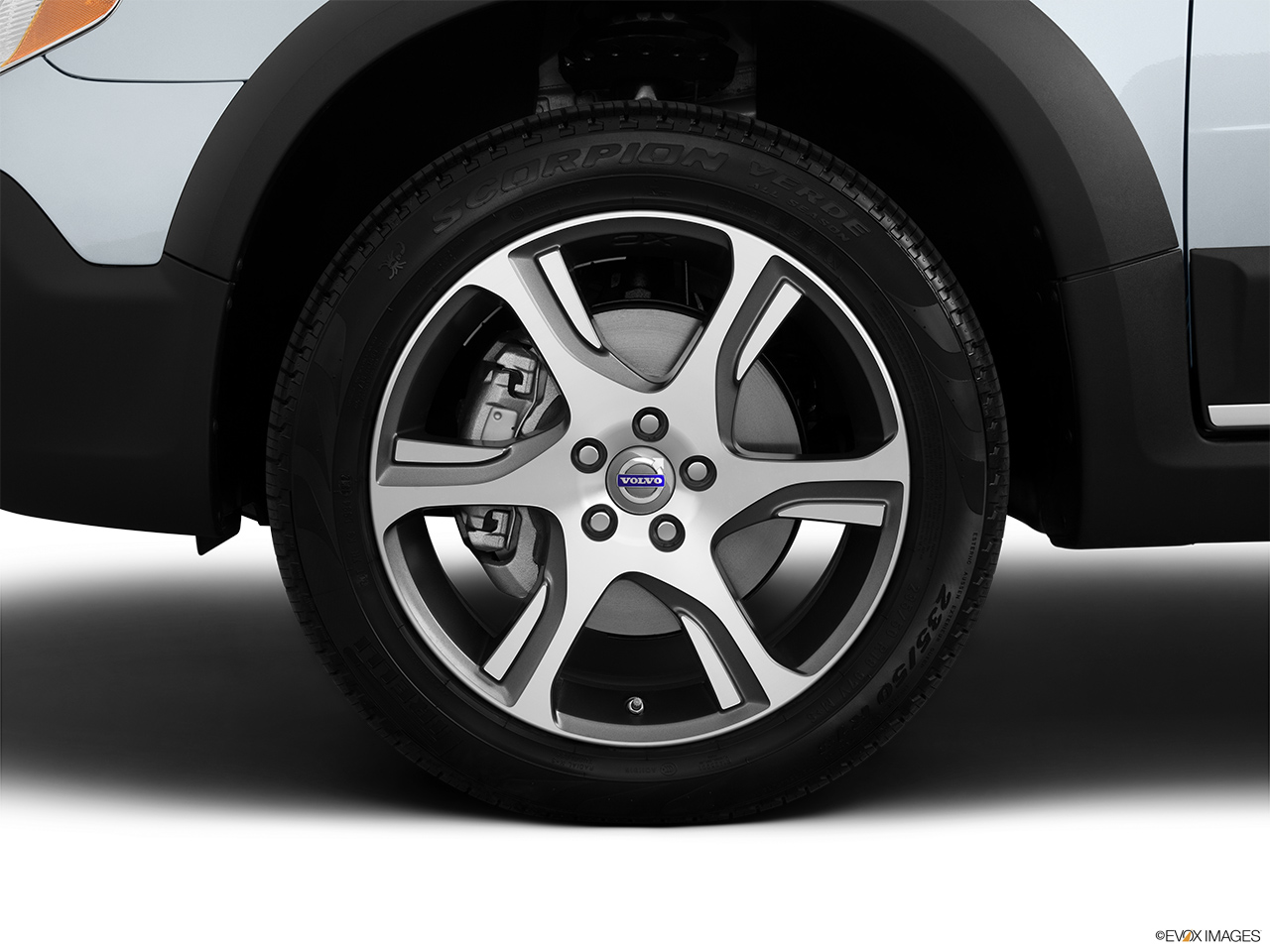 2013 Volvo XC70 T6 AWD Platinum Front Drivers side wheel at profile.