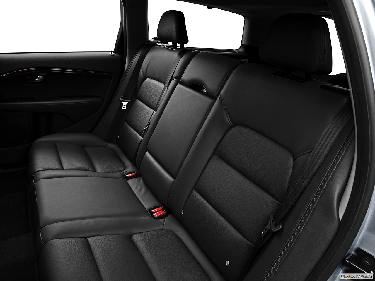 2013 Volvo XC70 T6 AWD Platinum Rear seats from Drivers Side.