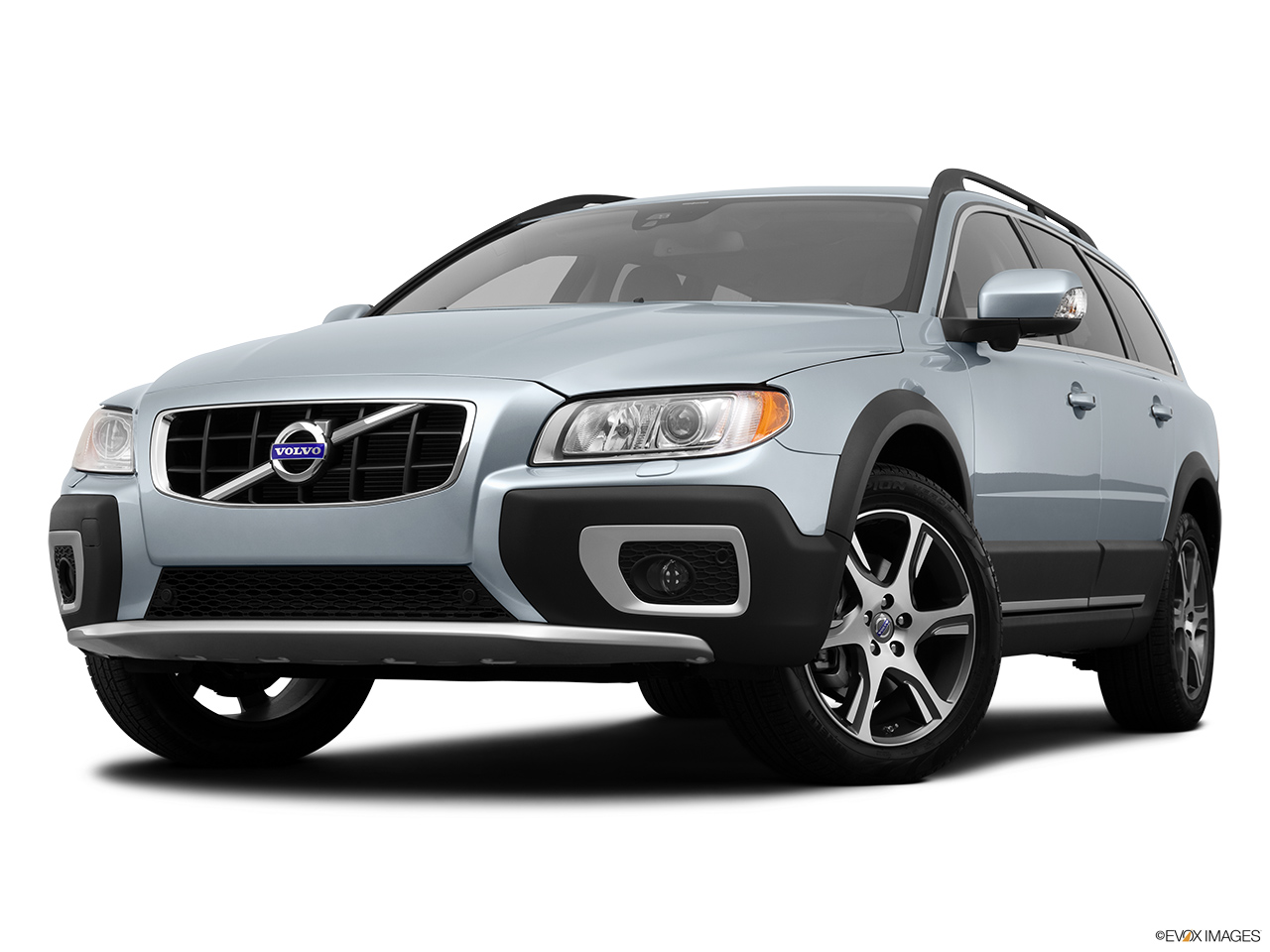 2013 Volvo XC70 T6 AWD Platinum Front angle view, low wide perspective.