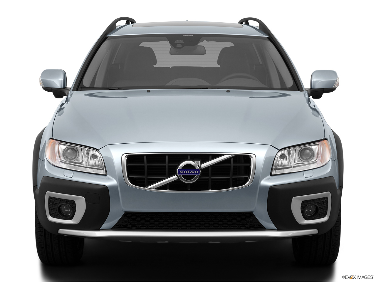 2013 Volvo XC70 T6 AWD Platinum Low/wide front.