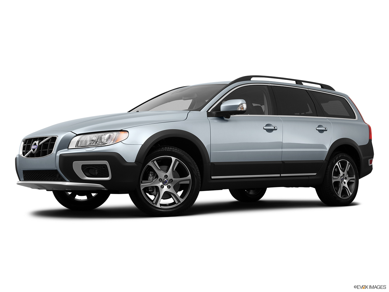 2013 Volvo XC70 T6 AWD Platinum Low/wide front 5/8.