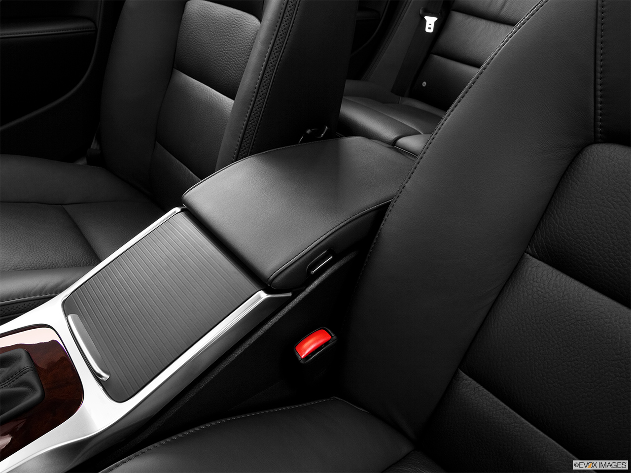 2013 Volvo XC70 T6 AWD Platinum Front center console with closed lid, from driver's side looking down