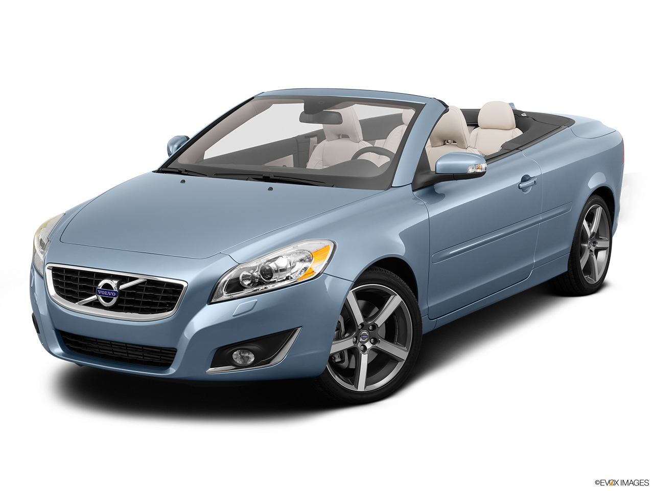 2013 Volvo C70 T5 Platinum Front angle view.