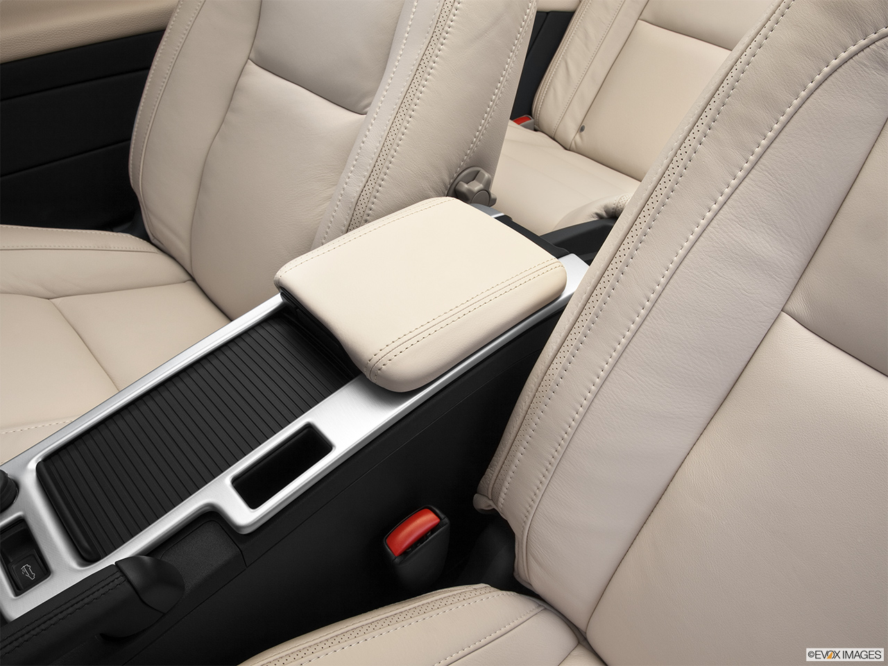 2013 Volvo C70 T5 Platinum Front center console with closed lid, from driver's side looking down